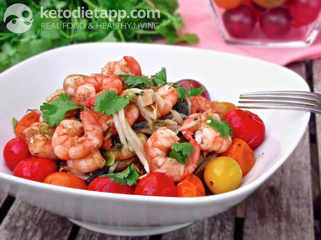 Warm tomato & prawn salad