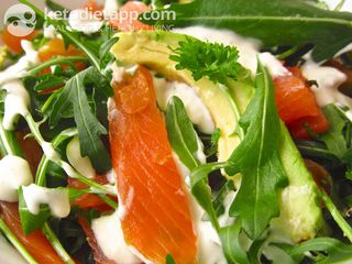 Smoked salmon & avocado salad