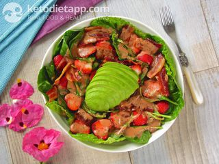Summer avocado & berry salad