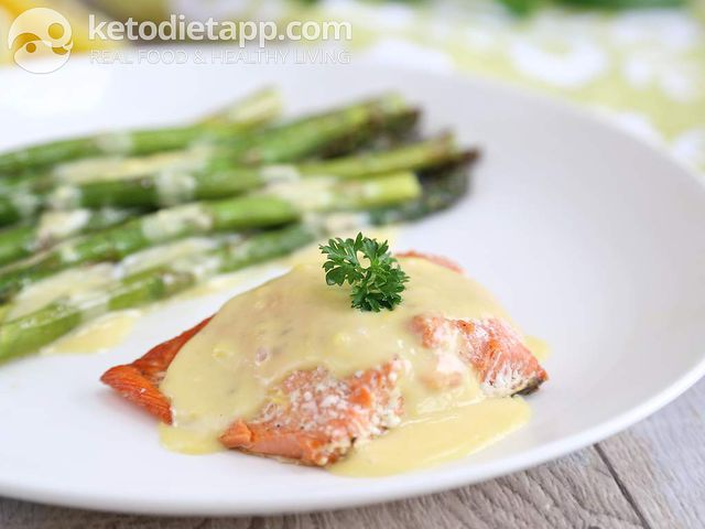 Salmon & asparagus with Hollandaise