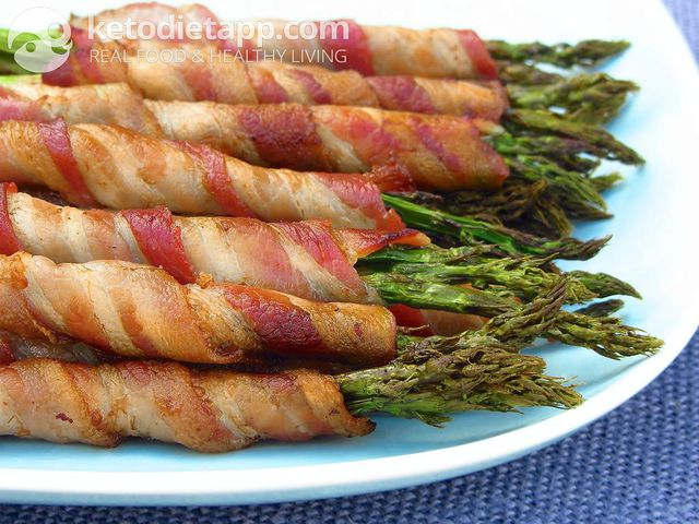 Pancetta-wrapped spicy asparagus